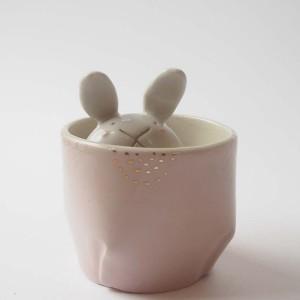 Atelier Momiji-Usagi caché dans une tasse Pli